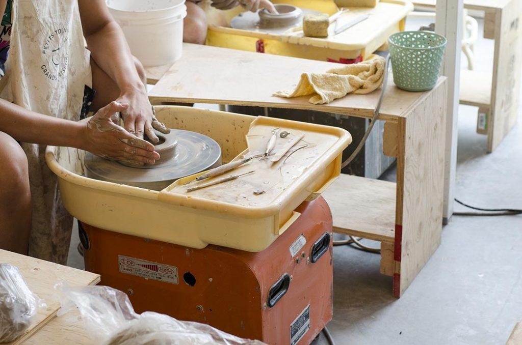 tournage ceramique café les faiseurs a montreal