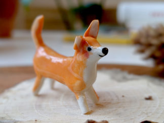 chien orange en porcelaine