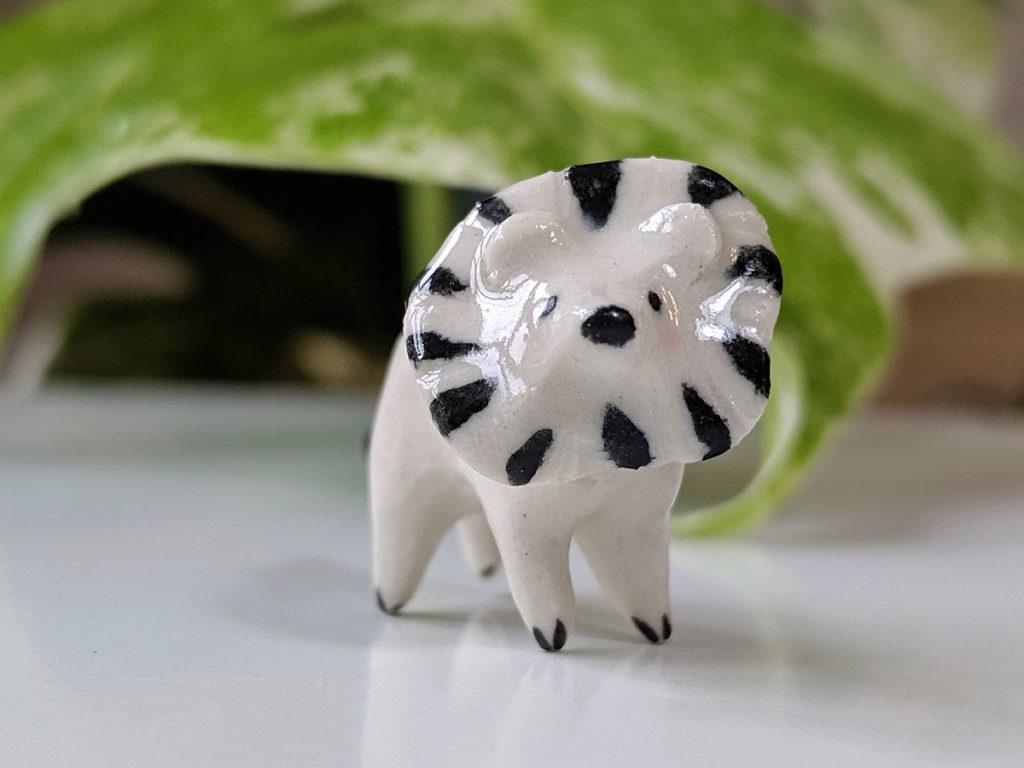 mini lion porcelaine