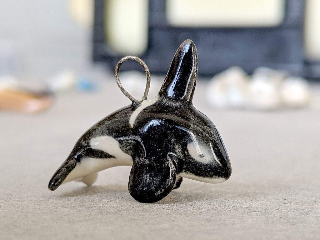 orque pendentif porcelaine