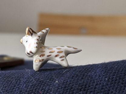 amulette triceratops porcelaine