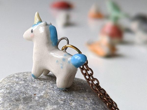pendentif licorne bleue