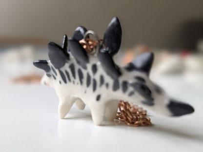 stegosaure pendentif céramique