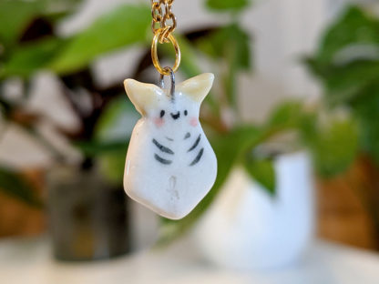 Dashed moth pendant