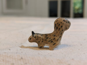 ecureuil gris porcelaine