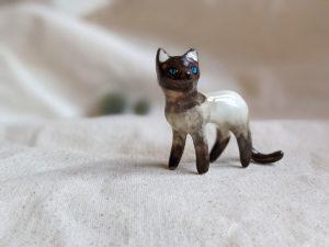 cat figurine seal point