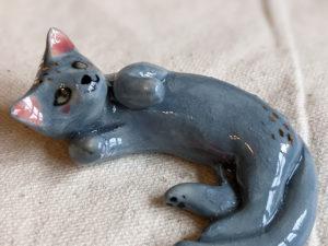 chat gris porcelaine figurine